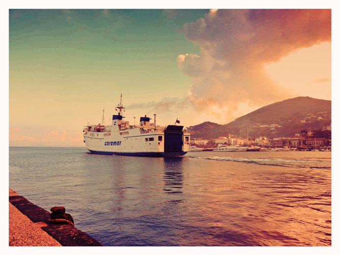 La partenza del Fauno dal porto di Casamicciola Terme